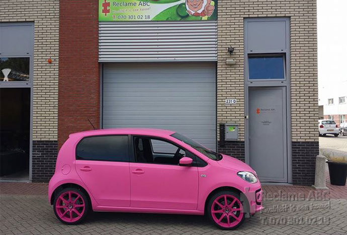 Reclame ABC car wrappen mat roze